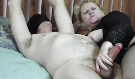 スキニーパイパーペリーは彼女の家に彼女の隣人と一緒に行って、犯される 女の子 の ため の セックス 動画