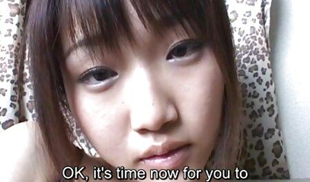 メガネと彼女のボーイフレンドに降伏する彼女の胃の上のタトゥーを持つ若い女の子 女 向け 無料 エロ 動画