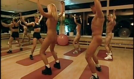 ロシアの売春婦Nikki Stels 女性 アダルト 動画 stretches彼女の足でフロントのプロデューサーロッコ
