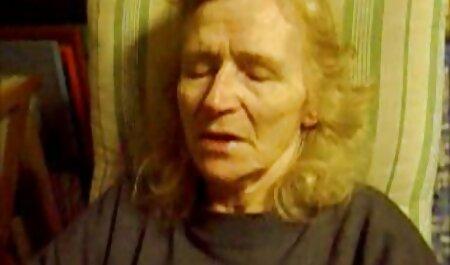 残忍なひげを生やした男によってブロンドのビーバーの朝 女性 が 見る エロ 動画